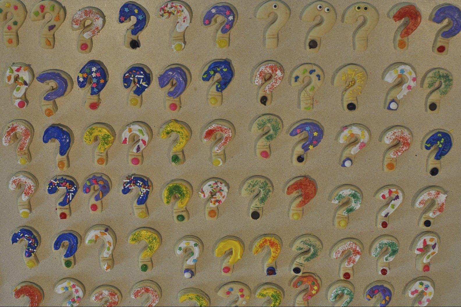 Illustration of multiple question marks
