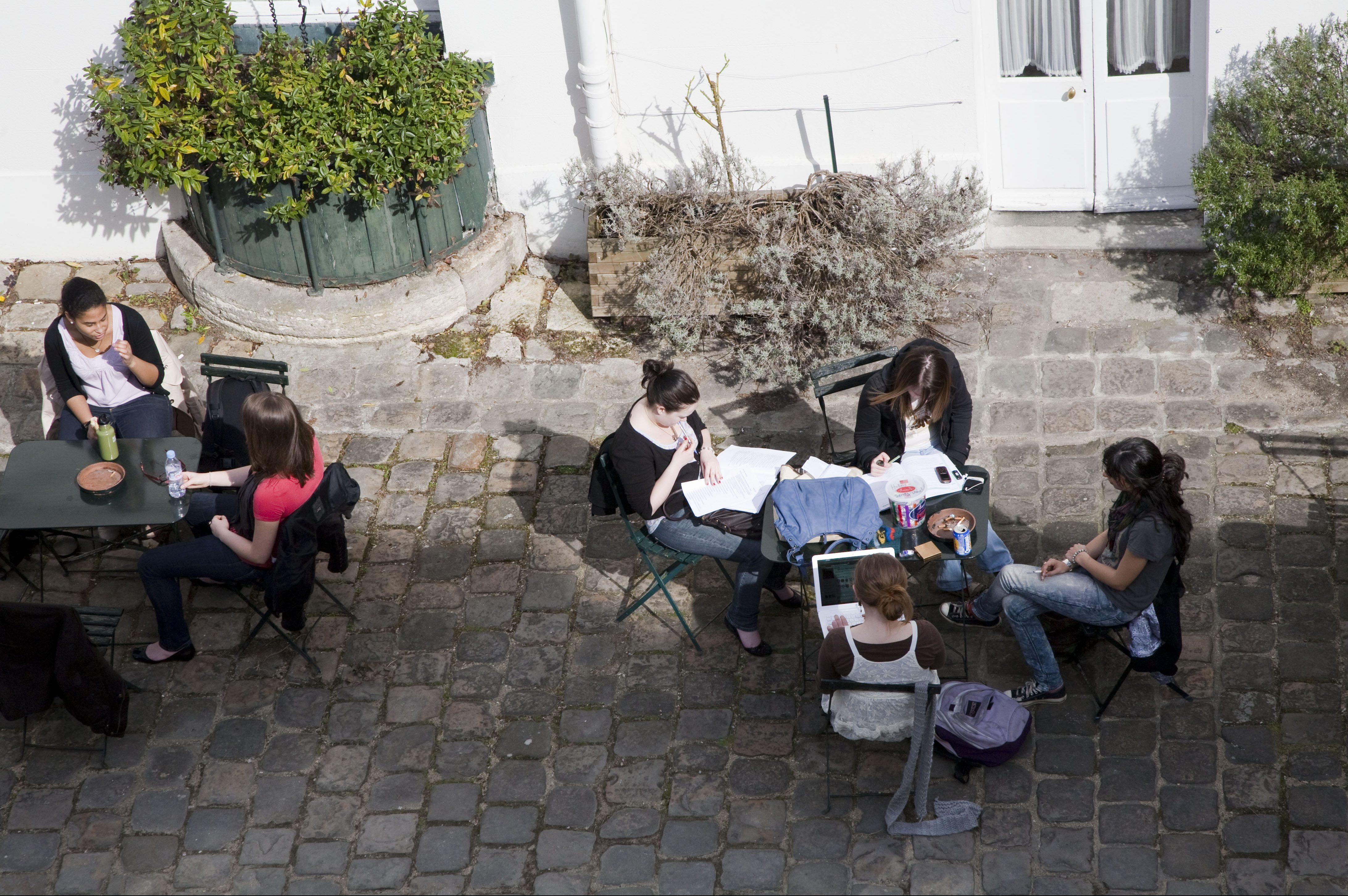 Students studying at University of Kent Paris Centre