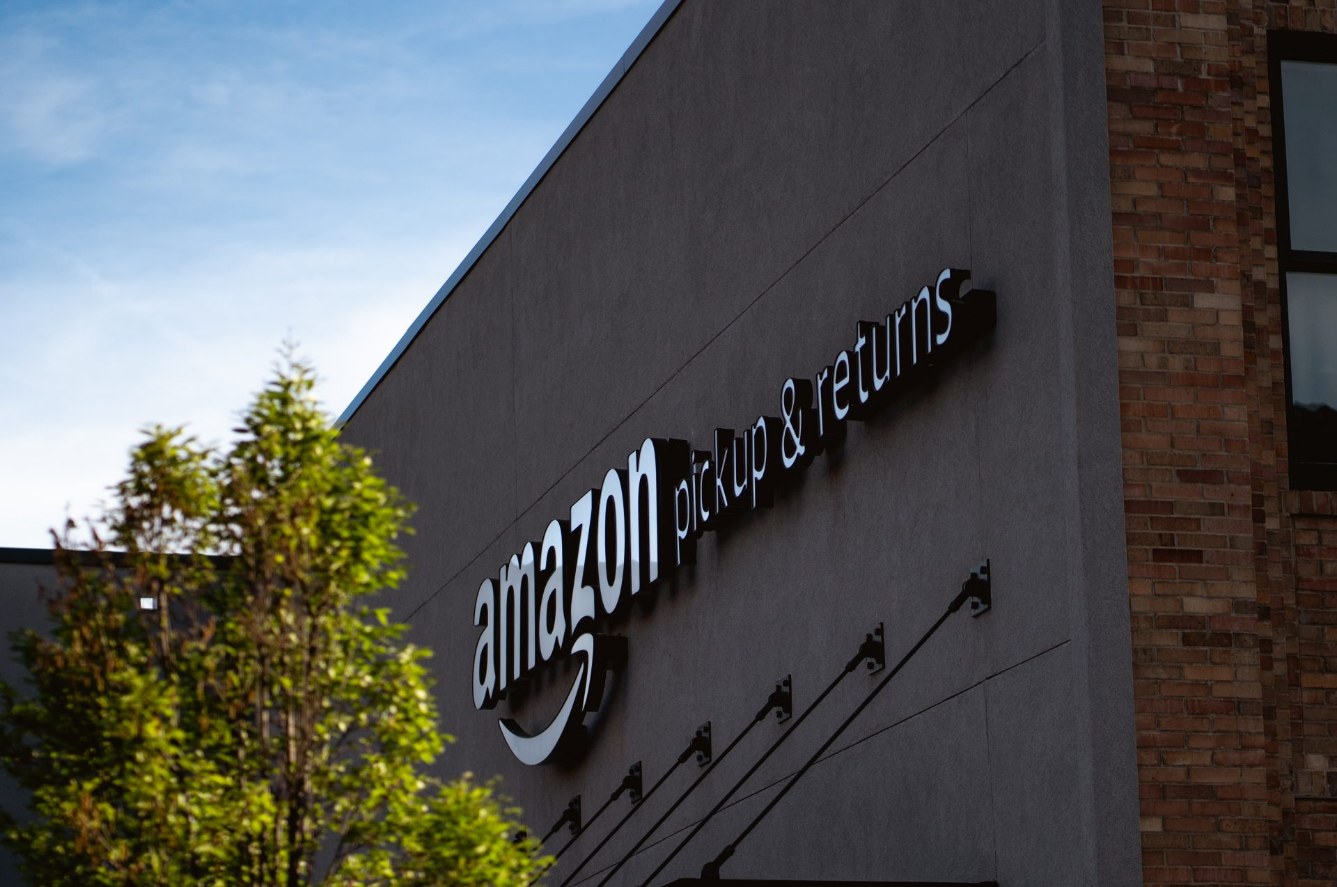 Amazon to open high-street pop-up stores