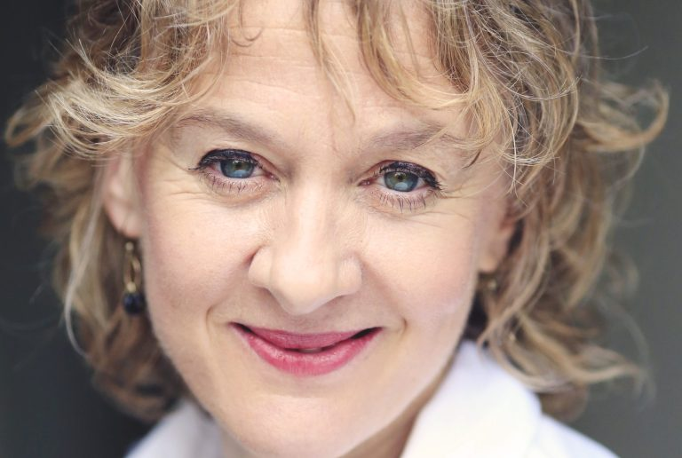 Niamh Cusack hosts Refugee Tales event to welcome The Walk 